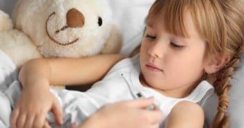 първи симптоми на настинка при деца